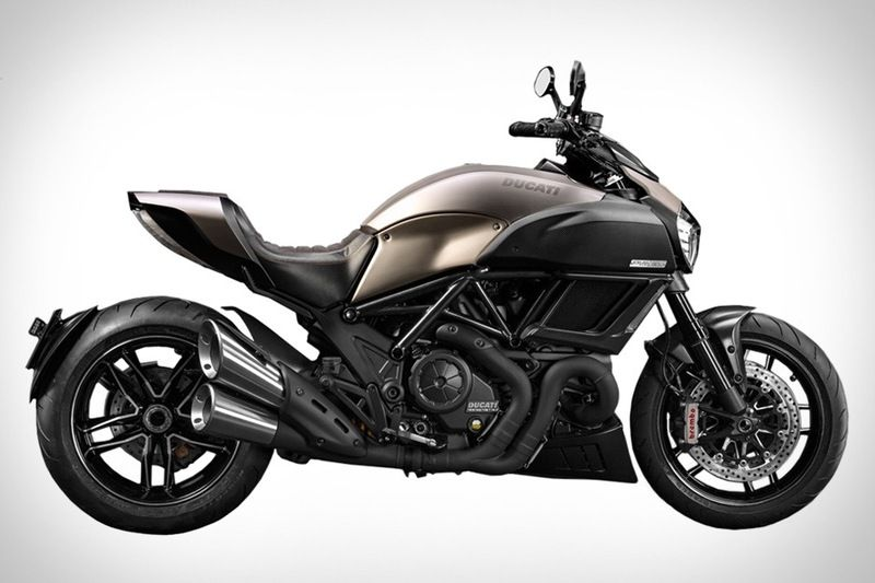 ducati diavel titanium 2015 prix. Black Bedroom Furniture Sets. Home Design Ideas